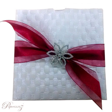 Example of a Paperglitz 150mm Square Glamour Pocket in Thunder White Pearl